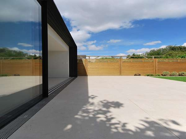 Dutemann Slim line Aluminium sliding doors at there best. The Slim line Alumnium Doors can be fabricated in panels up to 3000mm high and 3000mm wide. The lift and glide door taking panel wieghts of up to 400 kilos.